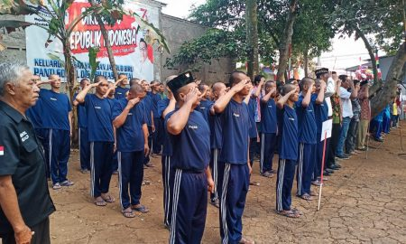 Ratusan Pasien Gangguan Jiwa Jamrud Biru Upacara Bareng Warga di HUT RI ke-74