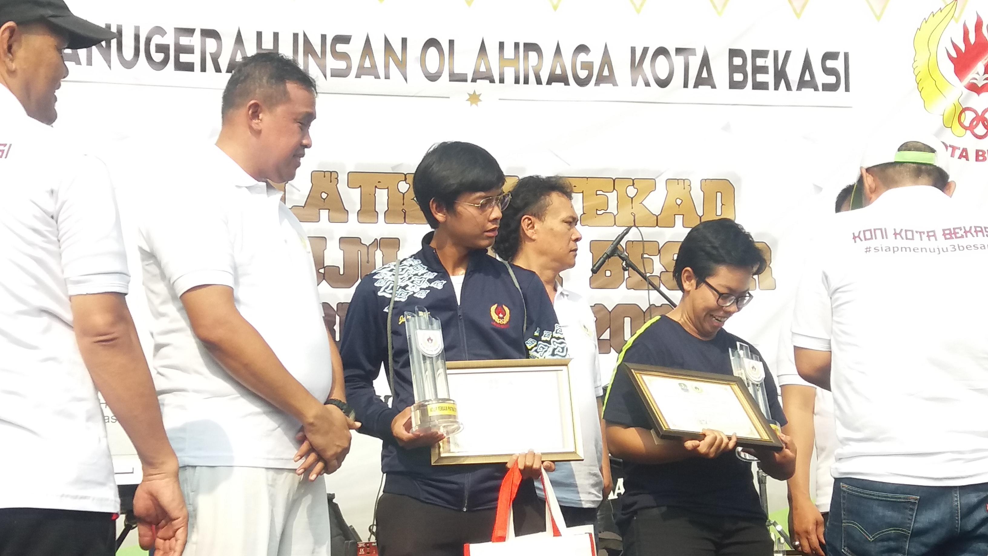 Ketua Umum KONI Kota Bekasi, Abdul Rosyad Irwan ditemani langsung Wakil Wali Kota Bekasi Tri Adhianto Tjahyono