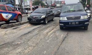 Diterjang Banjir, Puluhan Jalan di Bekasi Rusak Berat