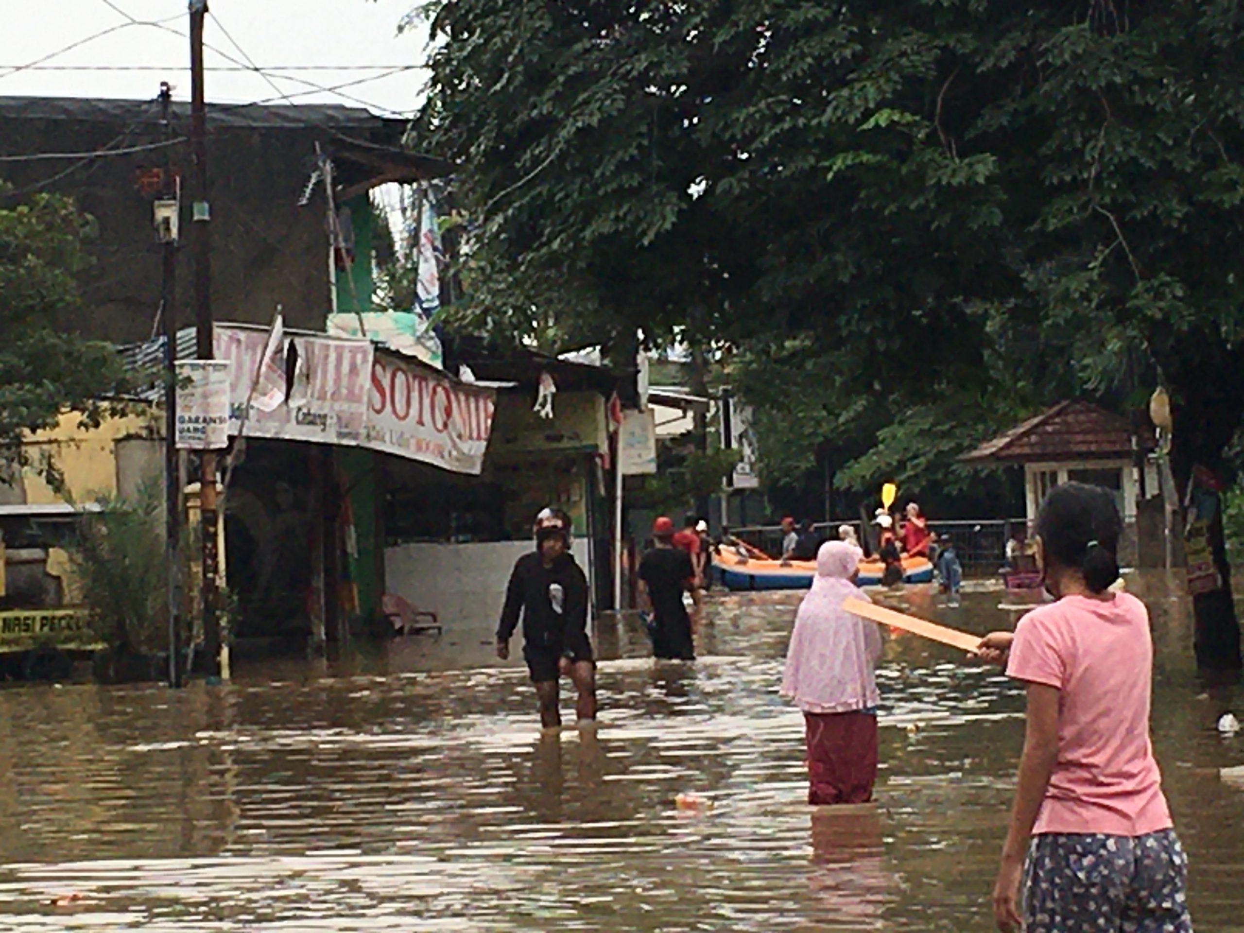 Dua Warga Bekasi Tewas Akibat Banjir