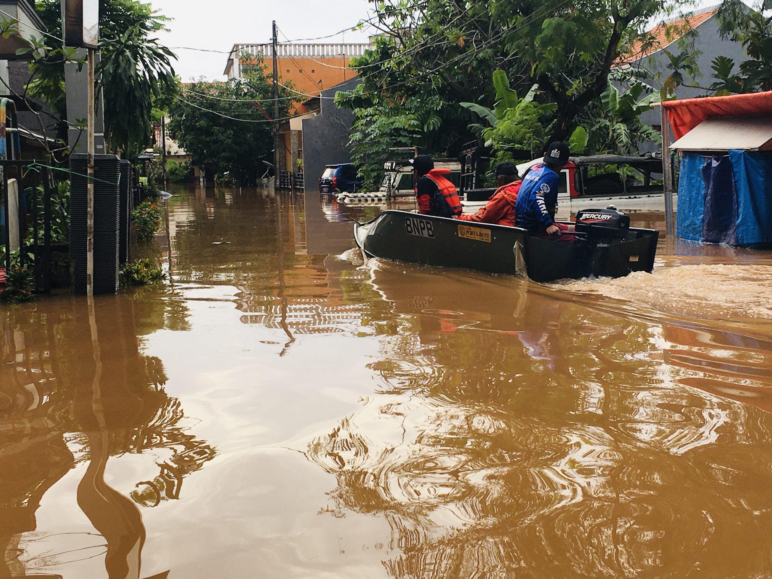 Update Banjir Bekasi Sore Ini, Perum Bumi Nasio Masih Setinggi Satu Meter
