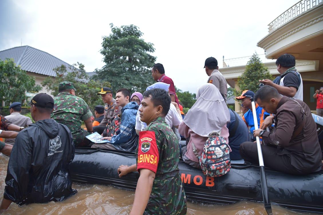 385 Gardu Listrik Belum Beroperasi Akibat Banjir, Ini Penjelasan PLN UP3 Bekasi