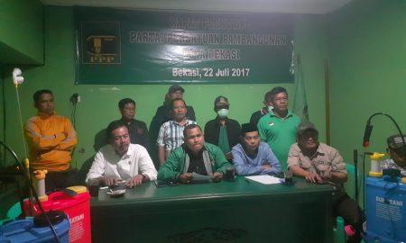 Ketua DPC PPP Kota Bekasi, Sholihin saat melakukan jumpa pers