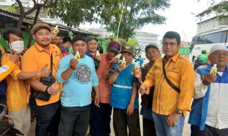 Gema MKGR Kota Bekasi Bagikan Gratis 1000 Hand Sanitizer, Sopir Angkot dan Ojek Berebut