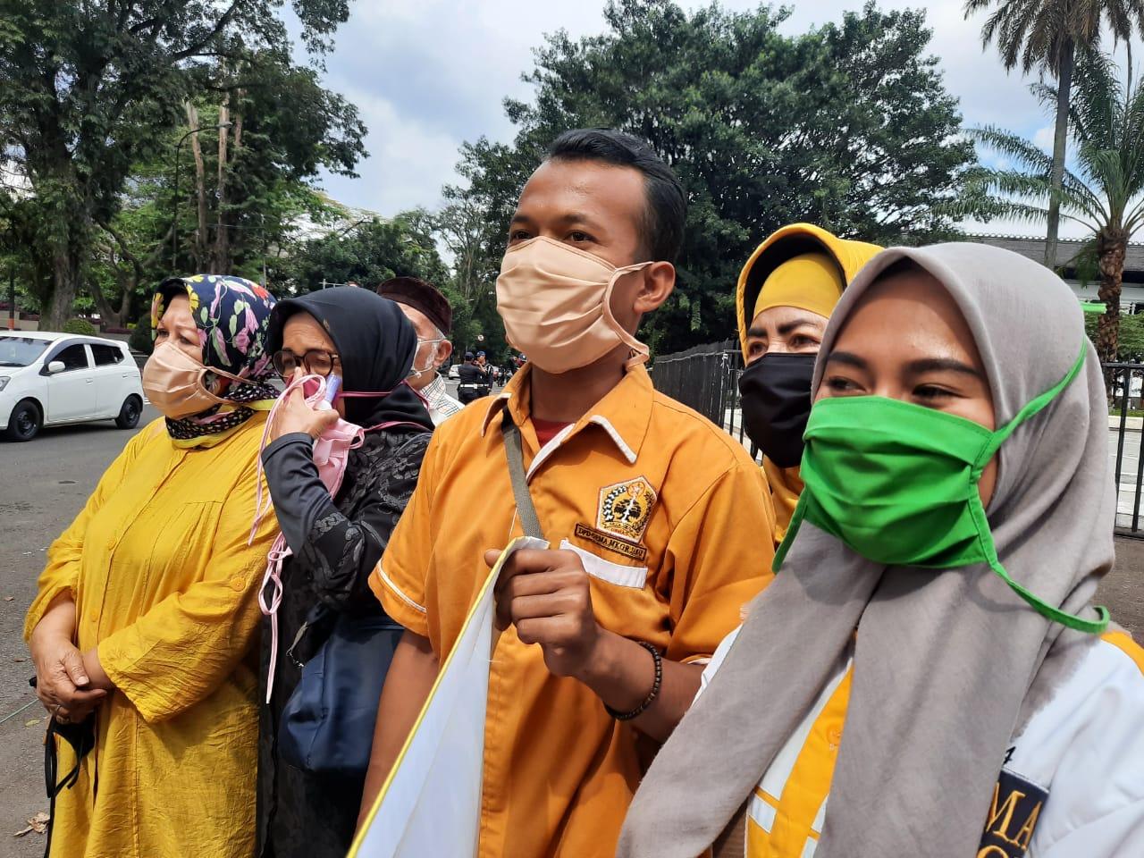 Peduli Covid-19, MKGR Jabar Bagi-Bgai Hand Sanitizer dan Masker