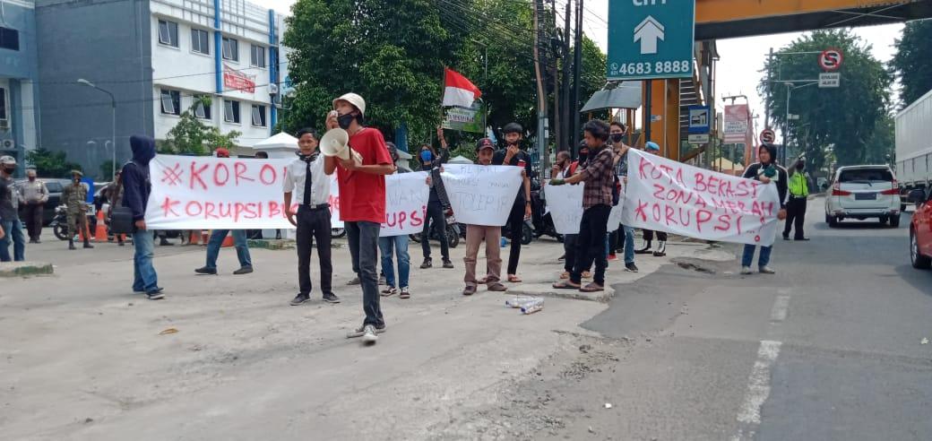Geruduk Kejari, Massa Aksi Cap Kota Bekasi Zona Merah Korupsi