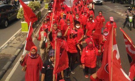 Ratusan Kader PDIP Kota Bekasi Longmarch Minta Polisi Usut Kasus Pembakaran Bendera