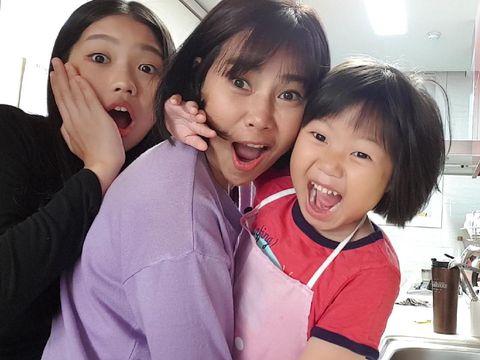 Yanni Kim bersama kedua anaknya. (Foto: dok. pribadi Yannie Kim)