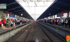 PSBB Transisi, Stasiun Bekasi Dipadati Calon Penumpang