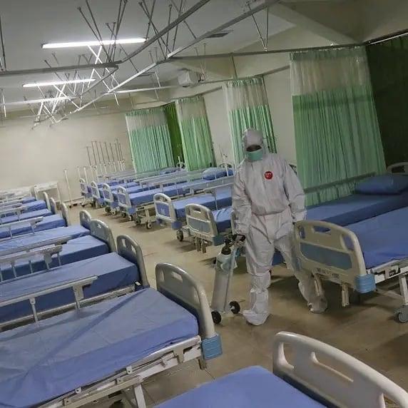 Ruangan isolasi mandiri bagi pasien covid di stadion patriot