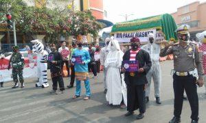 Keranda Mayat dan Pocong Diperlihatkan ke Warga yang Tak Pakai Masker