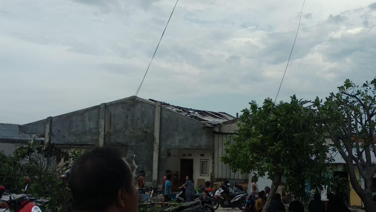 Kondisi Permukiman Warga Diterjang Angin Puting Beliung di Bekasi