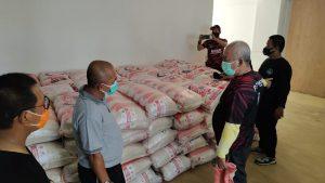 Bantuan 50.000 kilogram beras diterima Pemerintah Kota Bekasi dari Yayasan Buddha Tzuchi. Foto: Ist/Gobekasi.id